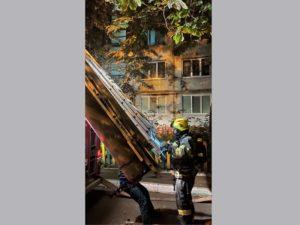 Брянские пожарные эвакуировали в доме на Новостройке целый подъезд