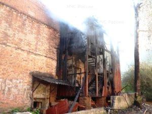 В Брянске горел дом на Набережной. Жильцы эвакуированы, жертв нет