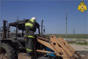 В суземском селе прямо на поле сгорел трактор