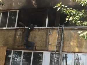В Брянске из горящего офиса эвакуировано 40 человек
