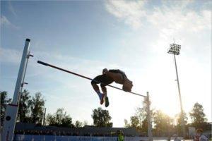 Илья Иванюк стал серебряным призёром чемпионата России по лёгкой атлетике
