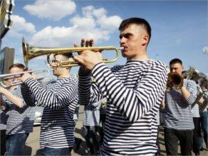 В России празднуется День рождения тельняшки