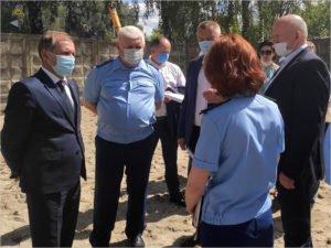 Брянские чиновники во главе с прокурором сбегали на проблемный строительный объект