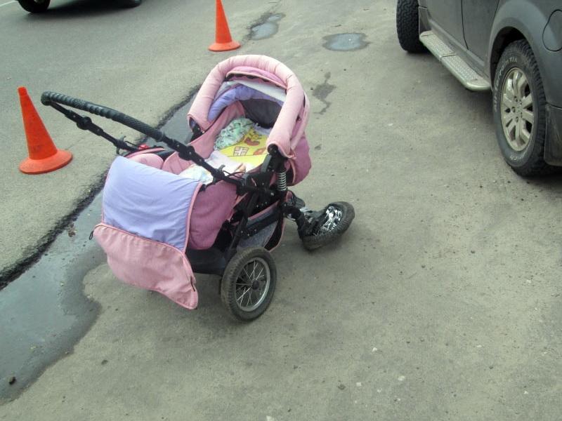 В Навле пожилой автомобилист сбил мать с двухлетним ребёнком