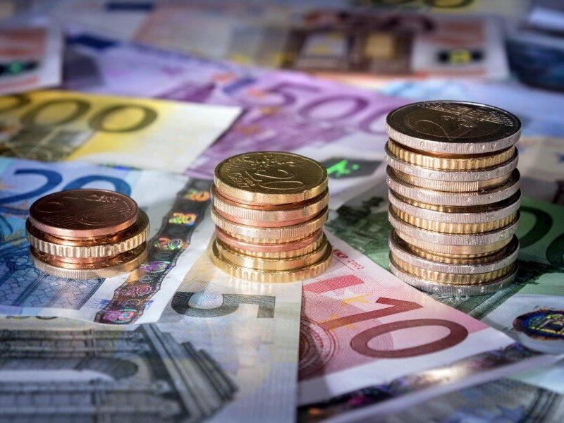 Курс евро впервые превысил 90 рублей с 2016 года