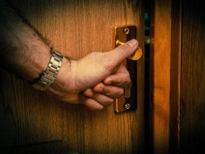 Брянский уголовник обокрал три квартиры в Фокинском районе