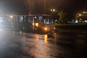 На въезде в Брянск автобус переломал все кости перебегавшему дорогу пешеходу