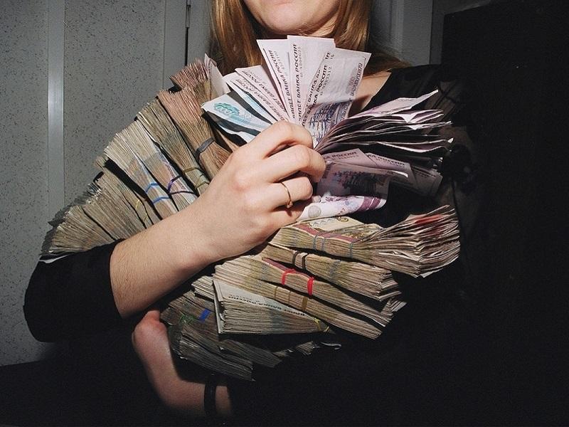 В Брянске будут судить работницу банка по шести статьям УК РФ