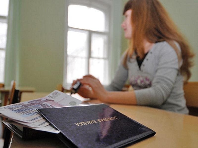 Брянская студентка областного казачьего института оштрафована на 150 тысяч за взятку преподавателю