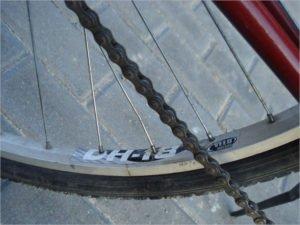 Клинцовская воровка, похитив деньги с карты матери, решила прихватить чужой велосипед