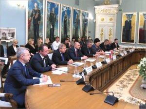 Брянский губернатор с будущим облправительством отправился с двухдневным визитом в Белоруссию