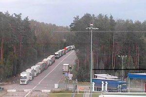 Больше сотни большегрузов стоят в очереди на украинской границе в МАПП «Троебортное»