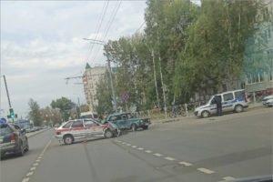 В Брянске «жигуль»-«семёрка» протаранил служебный автомобиль Росгвардии