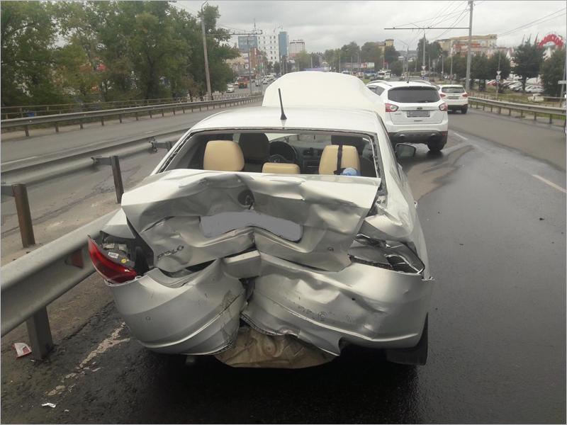 В массовой аварии на Литейном путепроводе в Брянске получили травмы две женщины