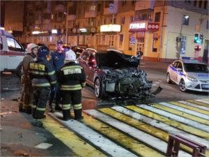 В массовом ДТП на площади Ленина в Брянске получили серьёзные травмы три человека