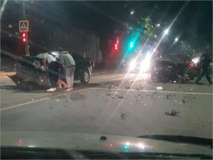 В Брянске на перекрёстке не разъехались две иномарки. Пассажир одной из них попал в больницу