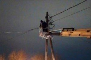 Аварийные бригады «Брянскэнерго» восстанавливают нарушенное непогодой энергоснабжение в пяти районах
