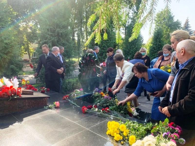 Партийный актив «Единой России» принял активное участие в мероприятиях, посвященных Дню освобождения Брянщины