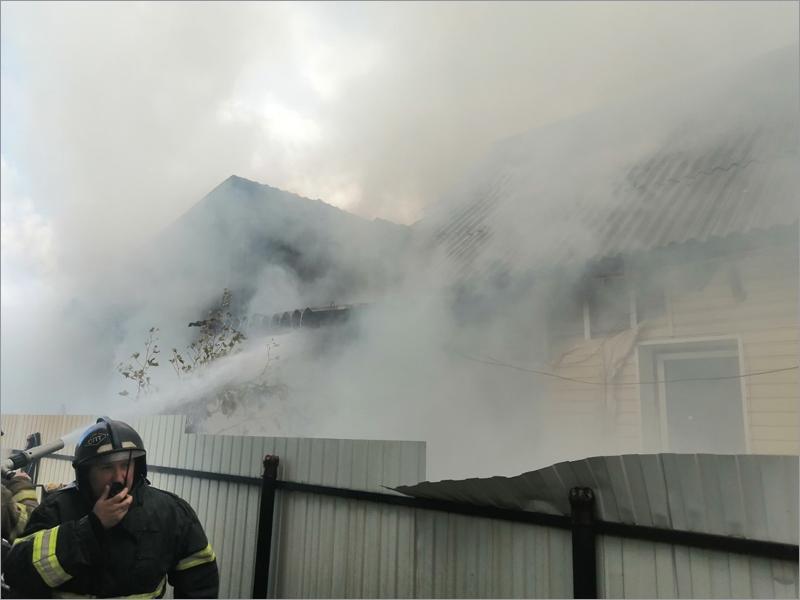 Пожар на Хуторе в Брянске: сгорел трёхквартирный дом
