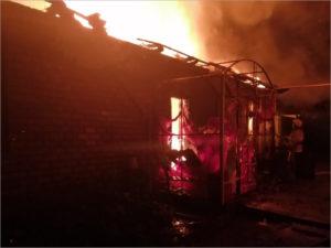 Престарелая женщина получила ожоги в ночном пожаре в красногорской деревне