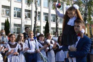 В Брянской области 1 сентября в учебные классы и аудитории пришли почти 180 тысяч человек