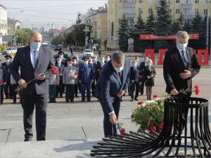 День освобождения в Брянске  начался с традиционных VIP-возложений цветов