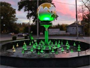 Площадь у вокзала «Брянск-Орловский» украсил земной шар над будущим фонтаном