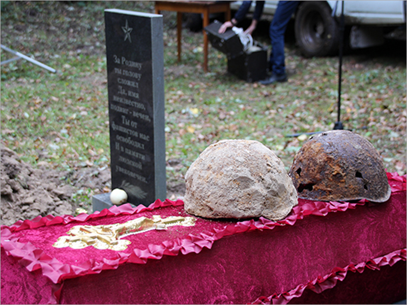 В почепском посёлке перезахоронены останки найденных поисковиками красноармейцев