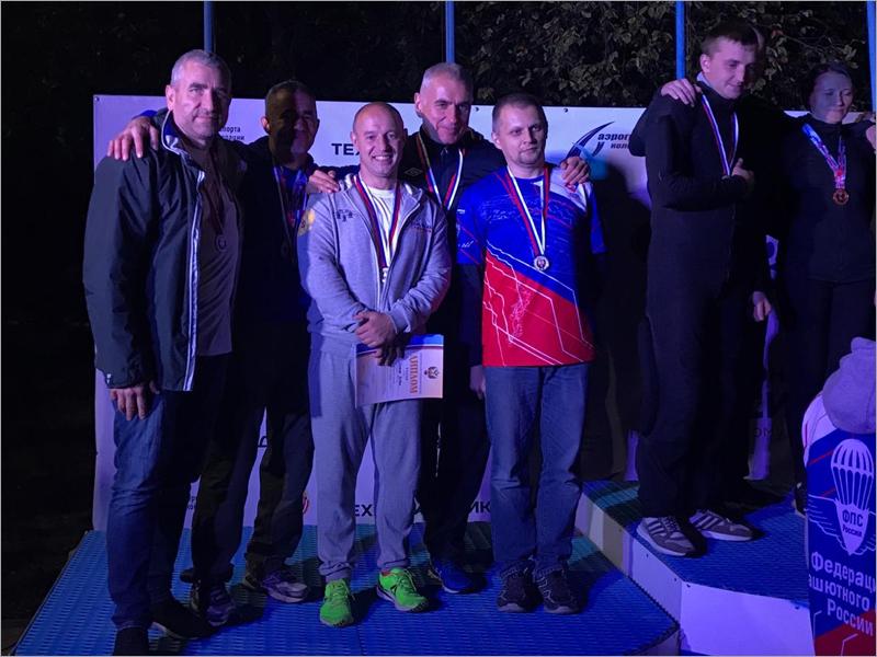 Брянская команда завоевала серебряные медали на ЧР по парашютному спорту