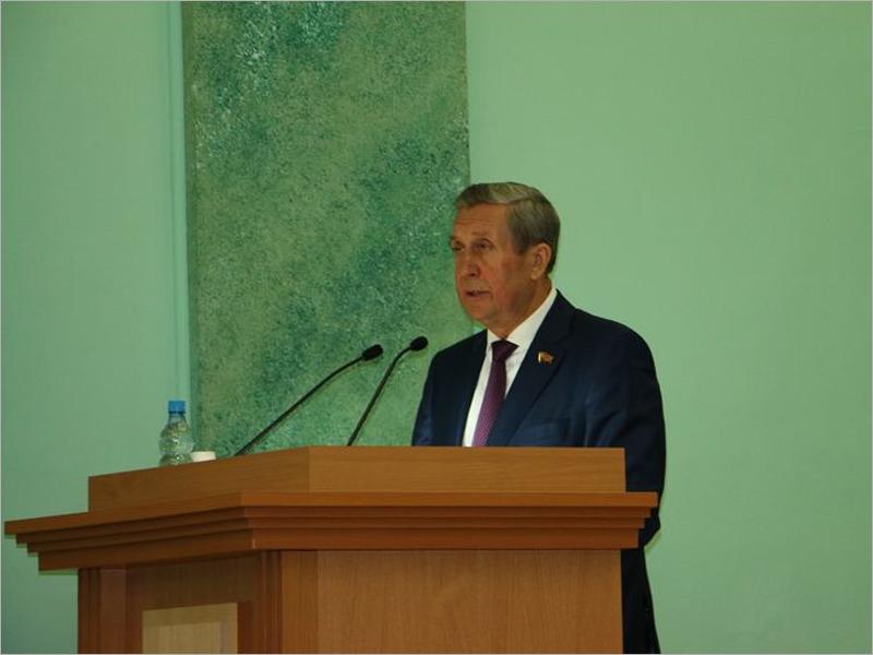 Владимир Попков уступил спикерское кресло в Брянской облдуме Виталию Беляю