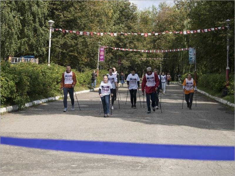 Команда МТС победила в первых в истории брянских соревнованиях по северной ходьбе