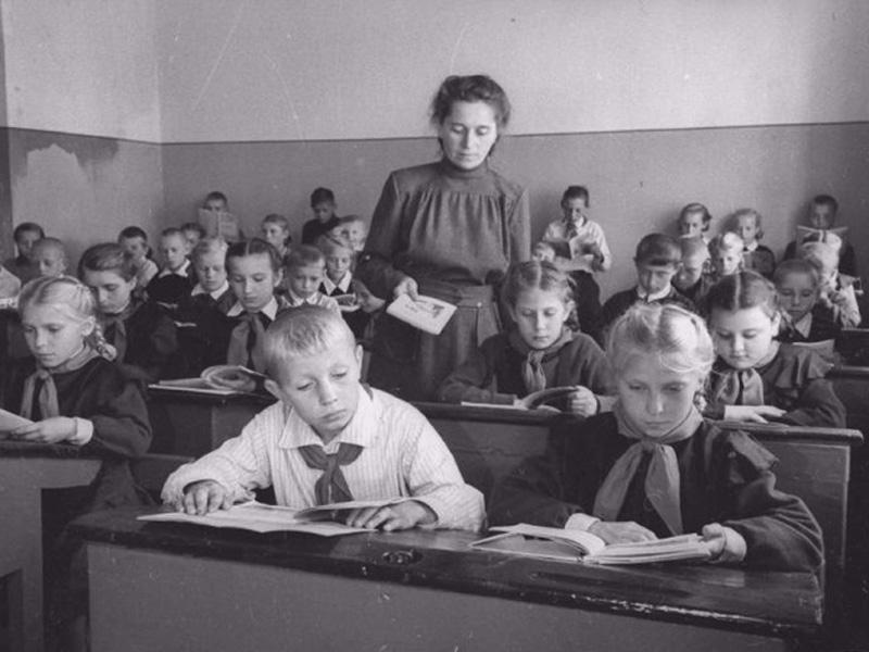 Брянский краеведческий музей ко Дню учителя покажет столетнюю историю образования