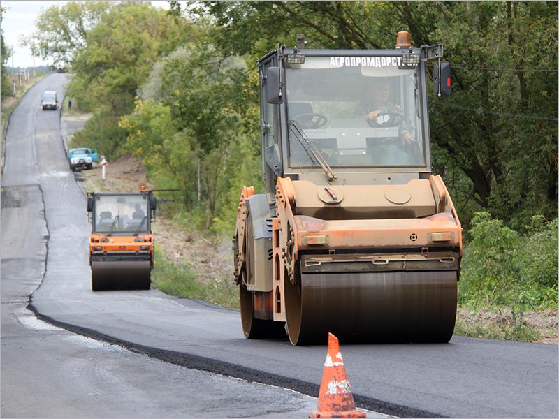 В Трубчевском районе завершается реконструкция двух дорог после сорокалетнего перерыва