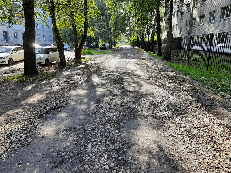 В Трубчевске требует ремонта «ничейная» улица Володарского