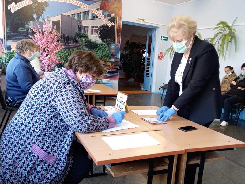 Явка на выборах губернатора Брянской области к полудню составила 37,97 %