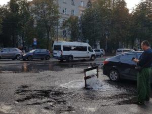 Промывка ливневой канализации в Бежице привела к локальному «потопу»