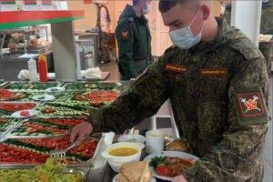 Военные повара ЗВО отметили свой праздник говядиной по-кремлёвски, драниками и расстегаями