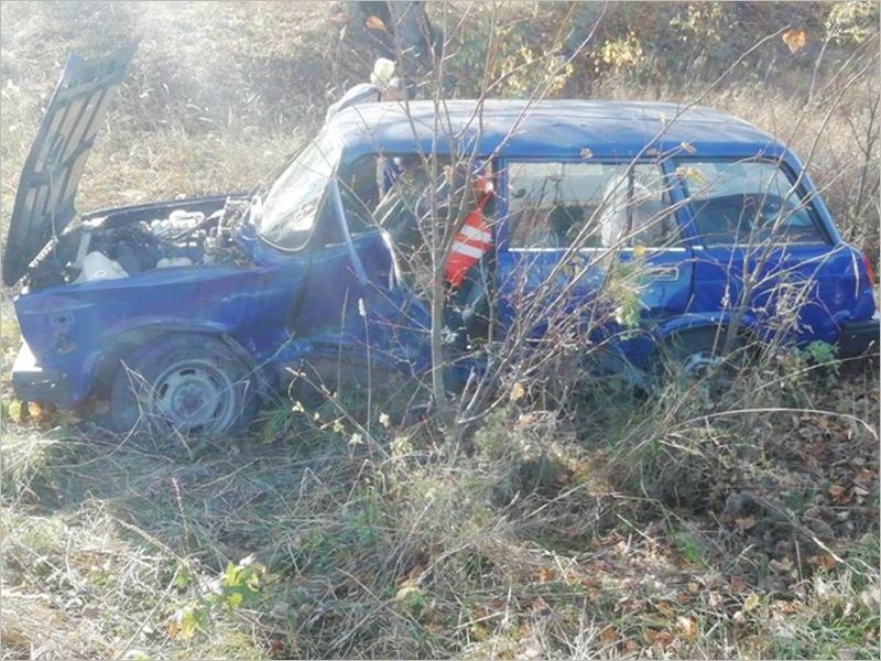 Под Трубчевском в аварию попал 90-летний водитель на «четвёрке»