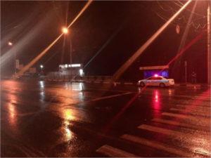 В Брянске пешеход перебегал дорогу на красный свет и угодил под колёса
