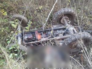 В лесу у брянского посёлка Старь перевернулся самодельный «вездеход». Водитель и пассажир погибли
