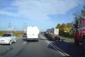 На автотрассе под Выгоничами Škoda Octavia протаранила большегруз. Жертв нет