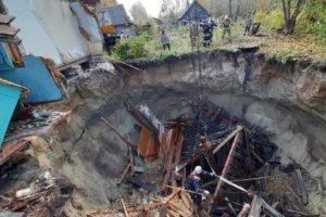 Дома в Вышкове проваливаются из-за действий поселковых властей – местные жители