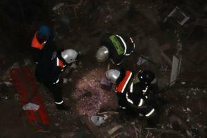 Брянские спасатели продолжают ликвидировать последствия карстового провала в Вышкове