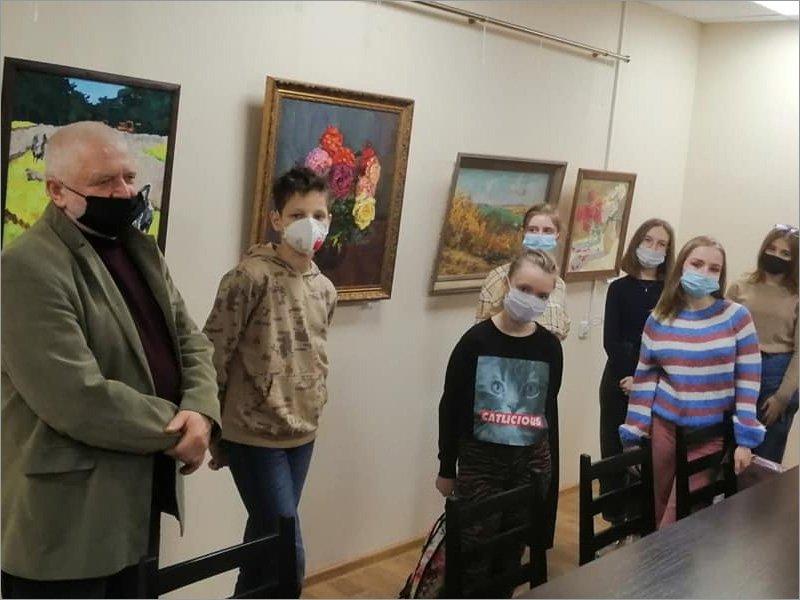 «Художник призван дарить радость»: первая встреча в галерее Брянского театра кукол