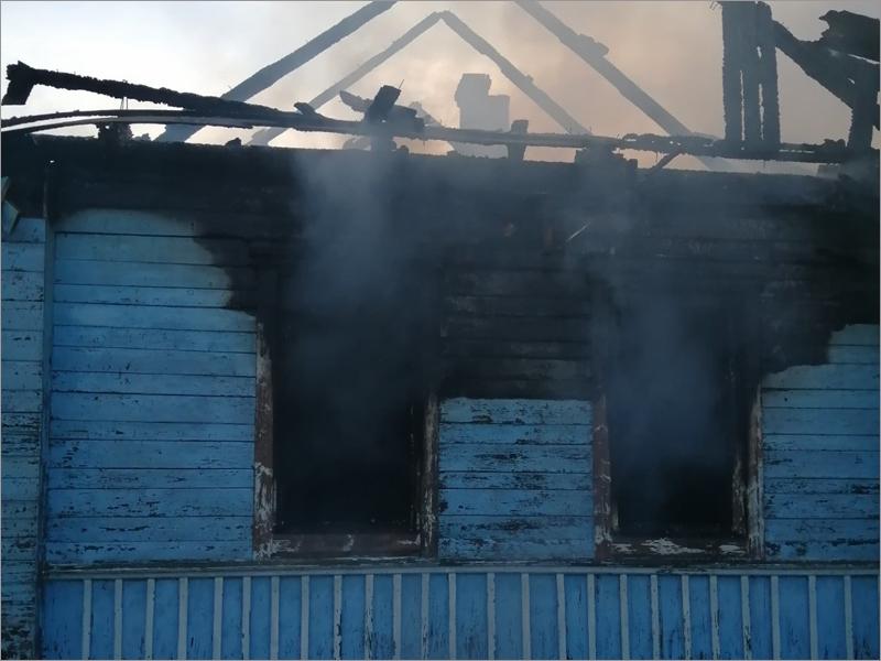 В Красной Горе сгорел дом, погибла 2-летняя девочка