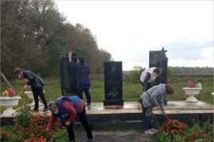 Гордеевские единороссы навели порядок на мемориалах