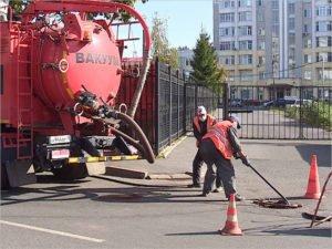 Брянские коммунальщики отчитались о завершении ремонта ливнёвки у Бежицкого рынка