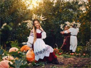 Брянский ГДК им.Кравцова проводит онлайн-выставку национального костюма