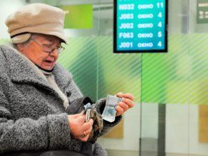 Брянская пенсионерка в ожидании призрачной «компенсации» перевела мошенникам 1,1 млн. рублей
