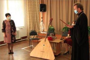 Карачевский детский дом творчества с Божией помощью получил балалайку